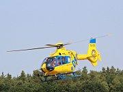 U dopravní nehody zasahoval také vrtulník. Ilustrační foto.