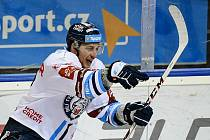 Jaroslav Vlach rozhodl hattrickem první semifinále play off hokejové extraligy na Spartě.