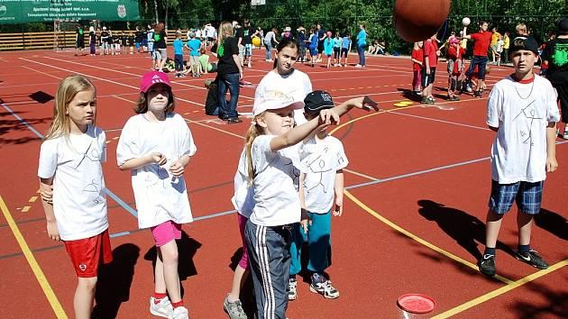 Čtvrtá netradiční olympiáda na základní škole v Kosmonosech