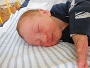 Nicolas Lhotský se narodil 9. května, vážil 3,05 kg a měřil 49 cm. Maminka Lucie a tatínek Marek si ho odvezou domů do Michalovic.