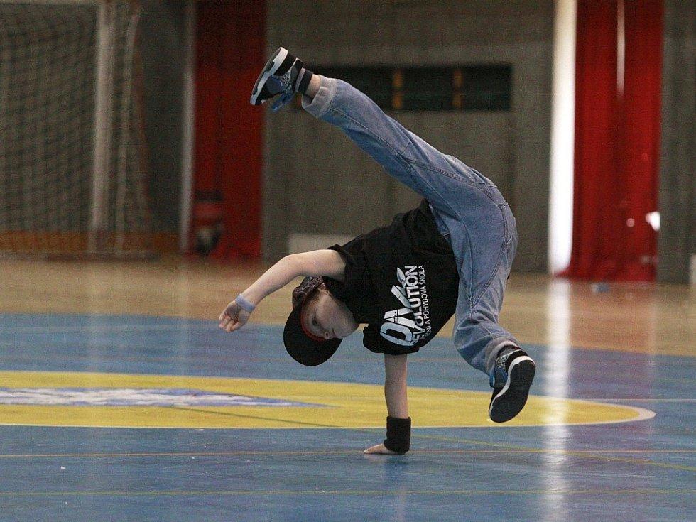 Hip_hop roztančil sportovní halu