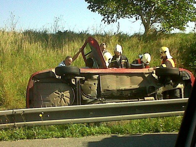 Nehoda na silnici R 10 dnes zkomplikovala provoz