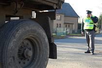 Dopravní policisté na Mladoboleslavsku si posvítili na náklaďáky. Zajímali se především o jejich technický stav.
