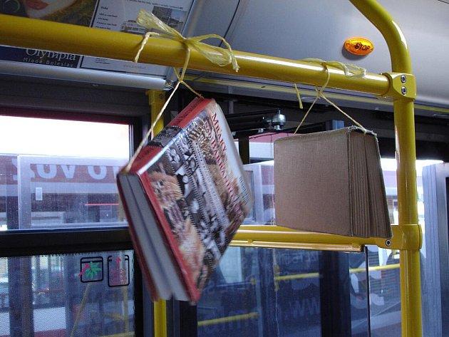 Knihy na i v autobusech v Mladé Boleslavi.