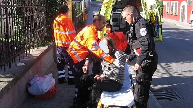 Muže musela do nemocnice převézt záchranná služba.