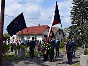 Dvaasedmdesátá Národní pouť v Ledcích přilákala již tradičně mnoho lidí. Slavnostní průvod došel od základní školy k pomníku padlých, kde účastníci uctili památku padlých v květnu 1945.