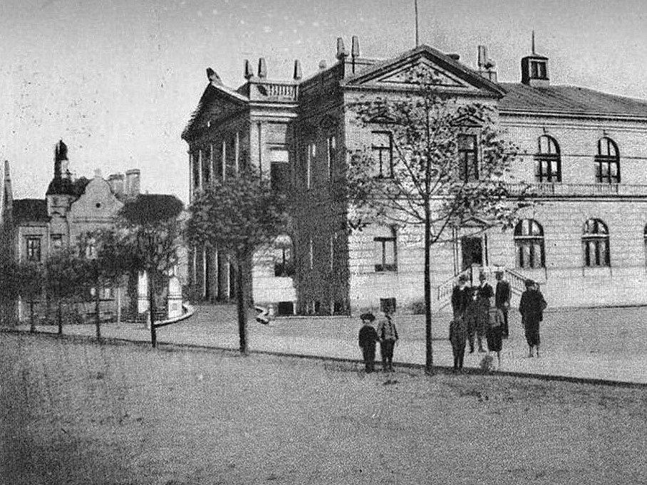 Sokolovna na dobové fotografii z roku 1914.