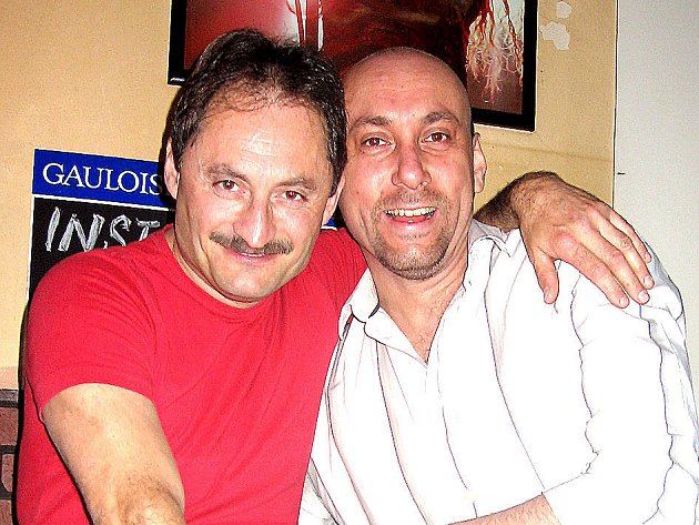 Dva ze tří zakladatelů Music Clubu Sokolovna v Bělé pod Bezdězem – Svatopluk Dvořák (vlevo) a Jan Šťastný