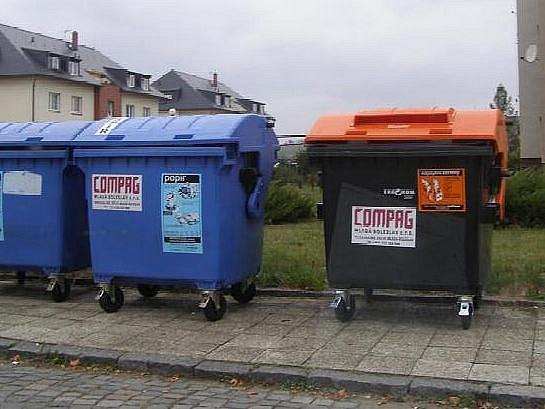 Nové popelnice na tříděný odpad v Bakově nad Jizerou