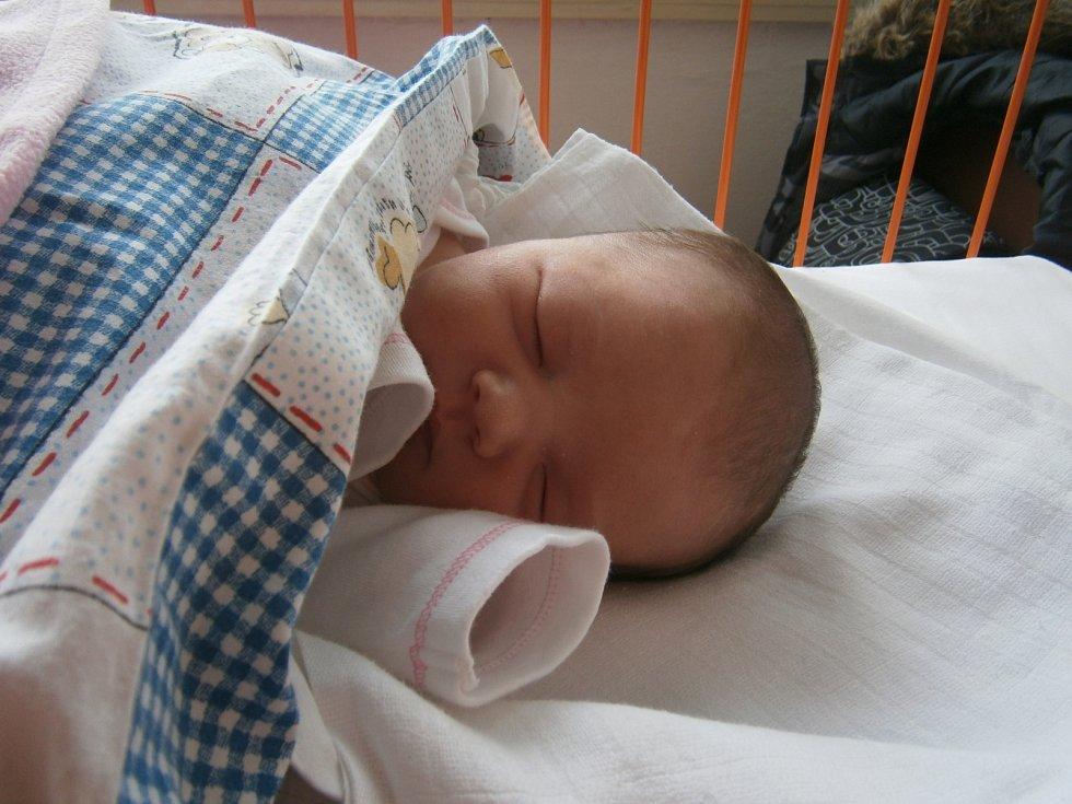 AMÁLIE Řehová  se narodila 23. prosince s mírami 3,56 kilogramů a 51 centimetrů. O blahobyt prvorozené dcery se starají a starat budou pyšní rodiče Michal a Nikola.