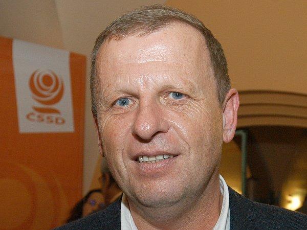 Největší počet hlasů získal senátor Jaromír Jermář