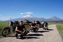 S horou Ararat za zády.