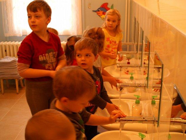 Nová umývárna ve školce v Bělé
