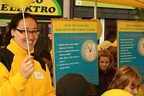 Dětem s plněním vědomostních úkolů pomáhali dobrovolníci z Ligy proti rakovině.
