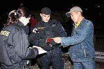 Policisté provedli razii v ubytovnách pro zahraniční dělníky.