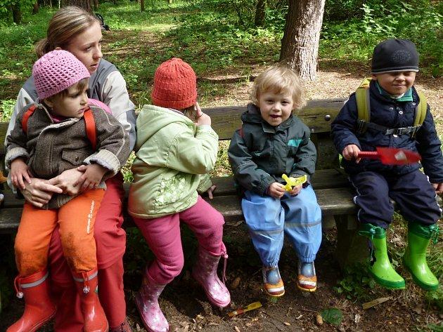 Bundy a gumáky s sebou, lesní klub nevyvede z míry žádné počasí.