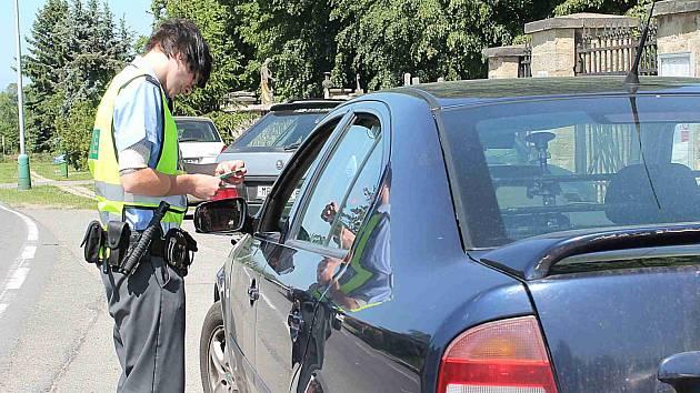 Policisté kontrolovali doklady i technický stav vozidel