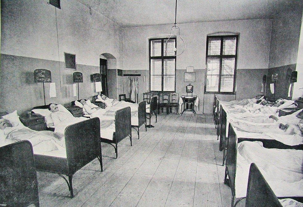 Pacienti chirurgického oddělení v roce 1912
