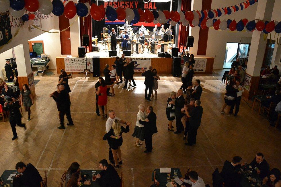 Hasičský ples se konal v Ledcích.