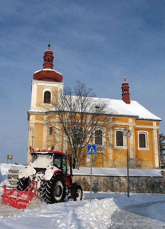 Zasněžené ulice v Mnichově Hradišti na Mladoboleslavsku.