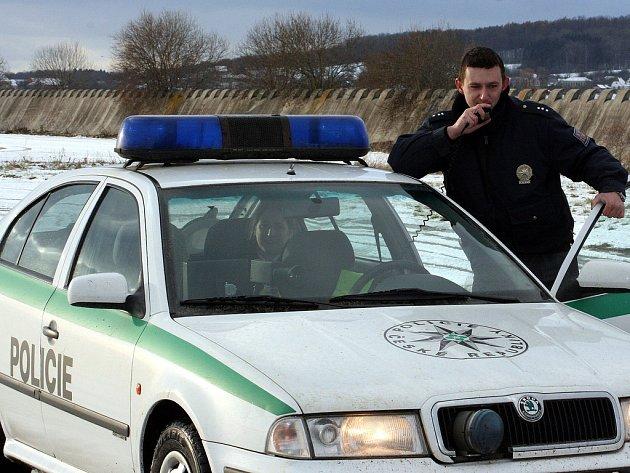 Policisté honili opilce v protisměru na dálnici.