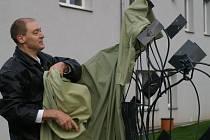 Okolí Kliniky Dr. Pírka zdobí nové sochy