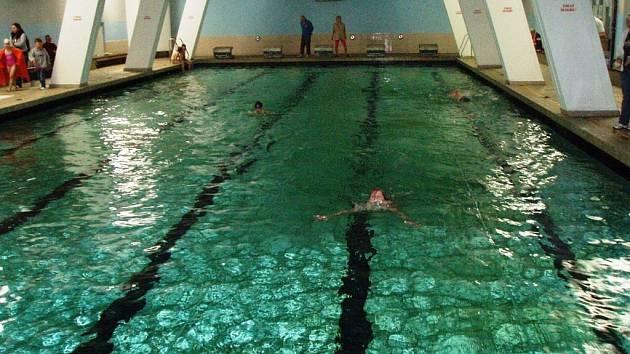 Sokolské závody v plavání a šplhu