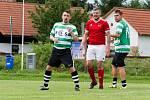 Tomáš Strnad (v červeném) v přípravném zápase proti Sportingu