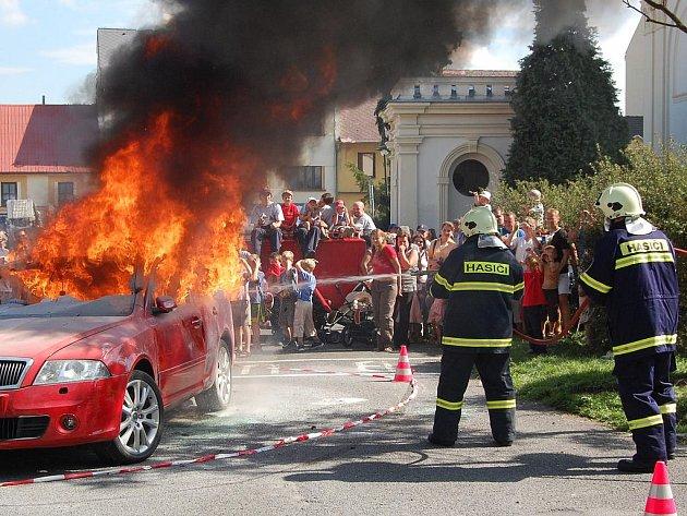 Ukázka zásahu Sboru dobrovolných hasičů Benátky nad Jizerou.