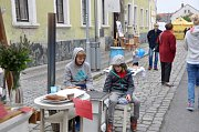 Sousedské slavnosti se v Mnichově Hradišti v sobotu vyvedly. Mnoho lidí, mnoho stánků, mnoho zábavy. A také tolik očekávaná výstavka vozů značky Liaz.