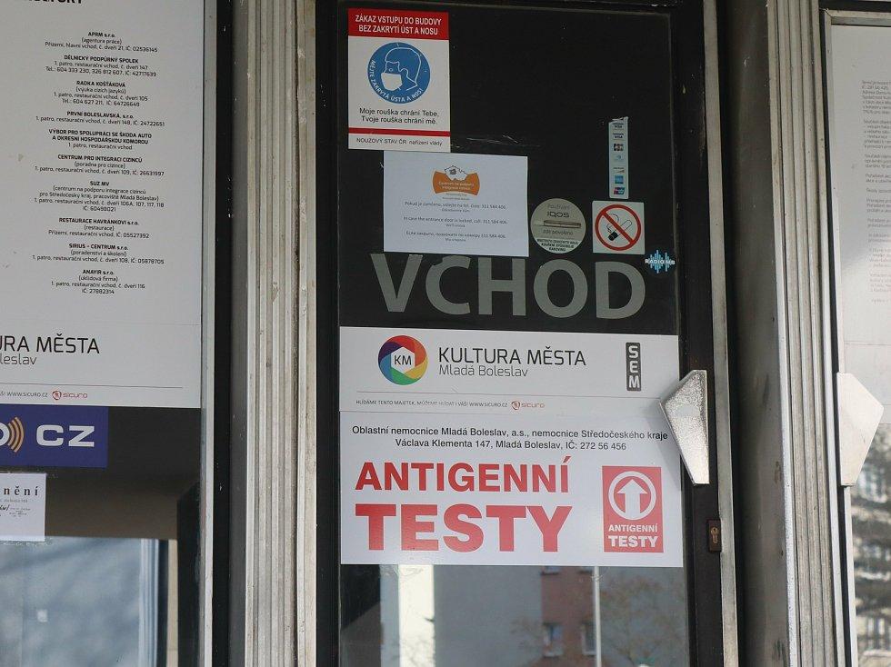 Očkovací centrum a místo pro antigenní testování v Domě kultury v Mladé Boleslavi.