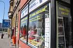 Obchodníci v pondělí na mnoha místech otevřeli. Lidé však moc na nákupy nechodí