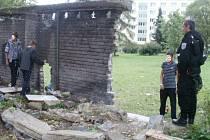 Děti v opuštěném objektu v Táborské ulici
