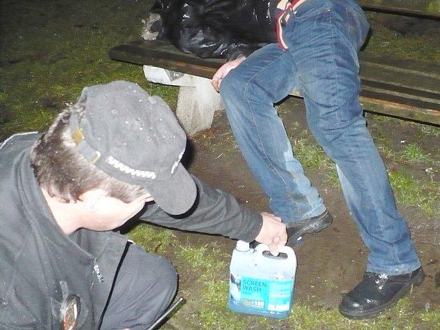 Opil se náplní do ostřikovače