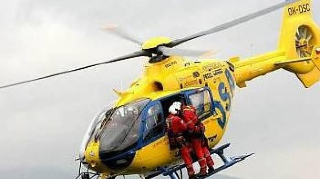 Vrtulník zasahoval u vážné dopravní nehody