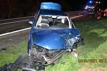 Večerní hromadná nehoda uzavřela silnici