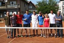 Tenisté Rohatska.  Zleva: Dorotík, Štros, Štros ml., Vacarda, Beránek, Kubelka, Martinek, Butaš, Král.