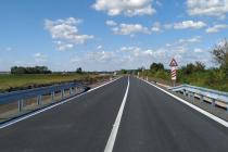 Nově zrekonstruovaná silnice třetí třídy slouží motoristům jihovýchodně od Mladé Boleslavi.