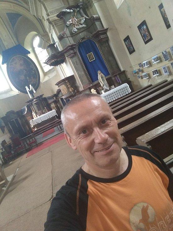 Miloš Repáň v kostele sv. Mikuláše v Horkách nad Jizerou.