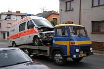 Nehoda sanitky v Mladé Boleslavi.