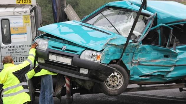 Smrtelná nehoda na sjezdu z rychlostní silnice u Bezděčína v září roku 2013.