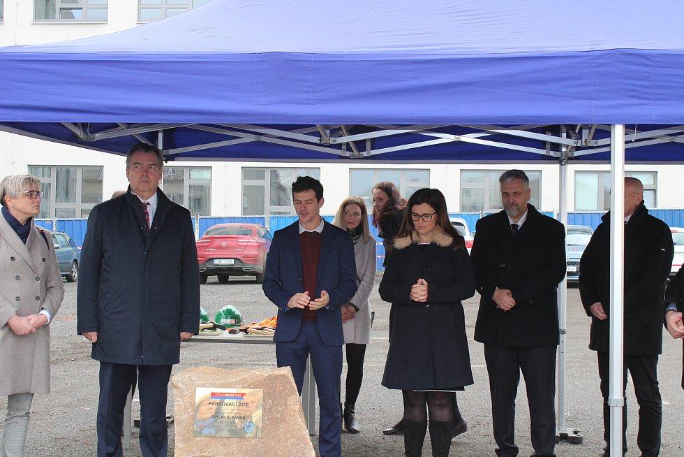 Klaudiánova nemocnice slavnostně zahájila výstavbu parkovacího domu