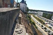 Opravy opěrné zdi v Krajířově ulici