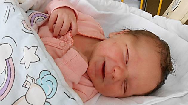 Lucinka Domnosilová se narodila 9. března, vážila 3,51 kg a měřila 51 cm. Maminka Jitka a tatínek Michal si ji odvezou domů do Mladé Boleslavi, kde už se na ni těší bráška Matěj.