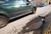 Díry v silnicích na Mladoboleslavsku se budou opravovat
