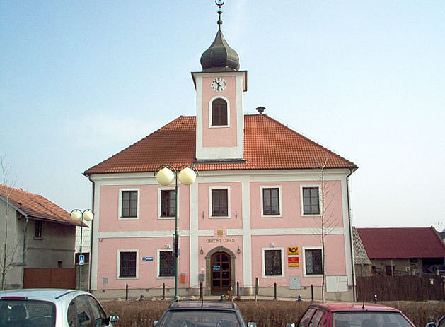 Budova radnice v Kněžmostu.