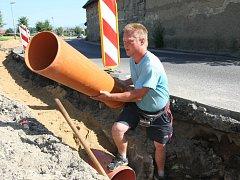 Budování kanalizace. Ilustrační foto