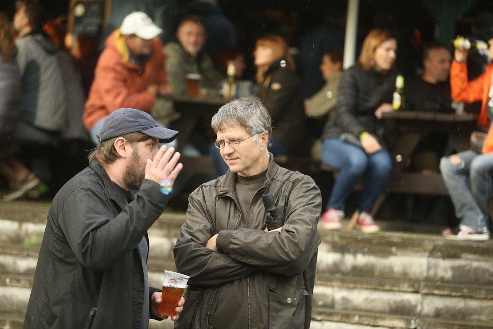 V areálu Vostrov v Mnichově Hradišti se konal hudební minifestival Decentní kravál vol. 2.