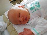 Alex Radvánsky se narodil 25. dubna, vážil 4,2 kg a měřil 54 cm. Maminka Katarína a tatínek Marián si ho odvezou domů do Skalska, kde už se na něho těší bráška Leonard.
