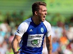 Tomáš Ladra slaví gól do sítě Karviné.